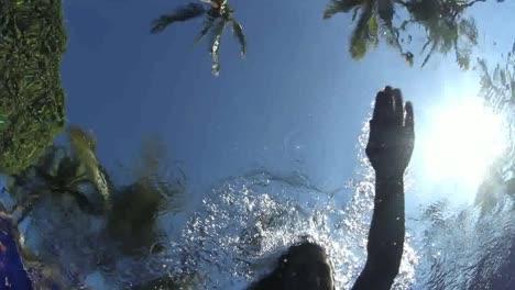 Schwimmen-Im-Pool-01