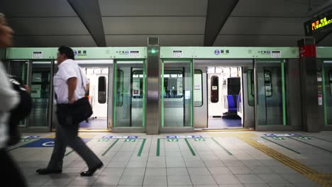 Tokyo-Metro-People-00