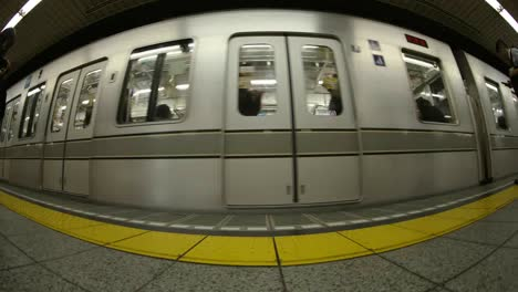 Tokyo-Metro-People