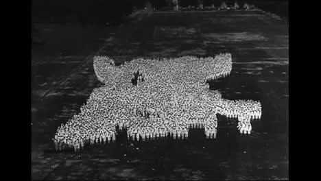 American-Troops-Spell-Out-Patriotic-Words-From-High-Above-In-The-1940S-3