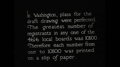 Se-Recluta-A-Hombres-Jóvenes-Para-Servir-En-La-Primera-Guerra-Mundial-En-1918-Los-Resultados-Se-Publican-En-El-Herald-Square-De-Nueva-York-Ante-Multitudes-Que-Lo-Vitorean