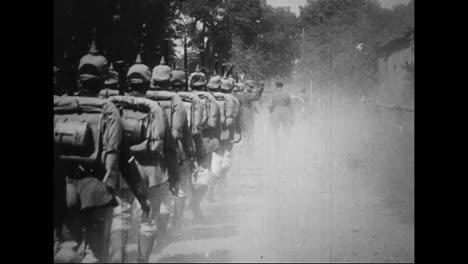 La-Película-De-Guerra-Alemana-Capturada-De-La-Primera-Guerra-Mundial-Muestra-Hombres-Y-Máquinas-Que-Se-Dirigen-Hacia-El-Frente-De-La-Guerra-2