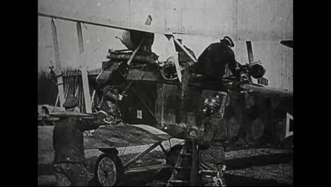 Película-De-Guerra-Alemana-Capturada-De-La-Primera-Guerra-Mundial-Muestra-Aviones-Alemanes-Cargando-Para-Una-Incursión-Contra-Las-Fuerzas-Aliadas