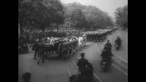 The-Death-And-Funeral-Of-Us-President-Franklin-Roosevelt-In-1945-3