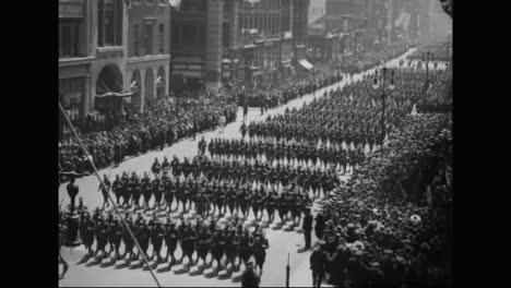 Patriotische-Paraden-In-Amerika-Begrüssen-Die-Truppen-Im-Ersten-Weltkrieg-Und-Freiheitsanleihen-Werden-1918-Verkauft