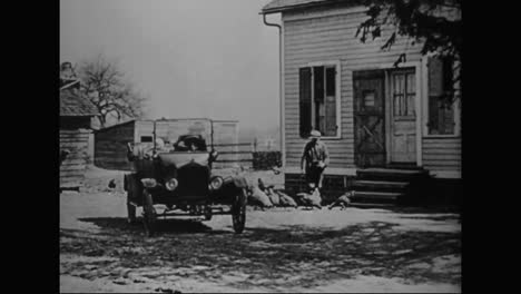 People-In-America-Begin-To-Use-Trucks-And-Automobiles-For-Many-Purposes-In-1918