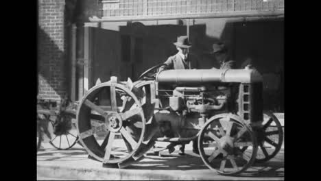 Tractors-Begin-To-Be-Used-Widely-In-America-In-1918