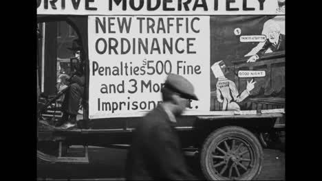 Sicherheitskampagnen-Fordern-Die-Menschen-1918-Auf-Im-Stadtverkehr-Vorsichtiger-Zu-Sein