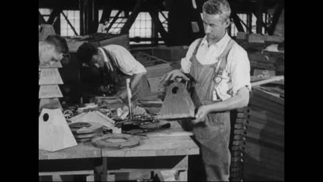Airplanes-Are-Built-In-A-Factory-In-1917-8