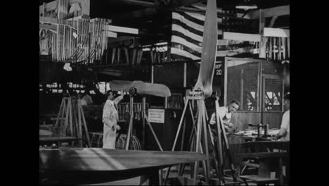 Airplanes-Are-Built-In-A-Factory-In-1917-14