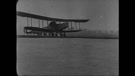 Airplanes-Are-Built-In-A-Factory-In-1917-And-Then-Tested-In-Flight-1