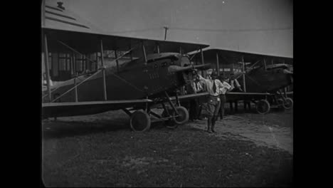 Airplanes-Are-Built-In-A-Factory-In-1917-And-Then-Tested-In-Flight-2