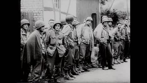 Der-Aufgenommene-Deutsche-Kriegsfilm-Zeigt-Deutsche-Truppen-Die-Ende-1944-Amerikanische-Soldaten-Als-Kriegsgefangene-Nehmen-Und-Sie-Hinrichten