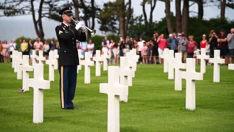 An-American-Soldier-Plays-The-Bugle-At-The-Graveyard-Near-Normandy-Beach-For-The-75Th-Anniversary-Of-Dday-2019