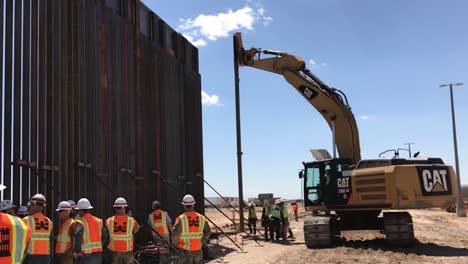 The-Us-Army-Corps-Of-Engineers-Erect-A-30Foottall-Panel-Is-Hoisted-Into-Place-At-The-Fy18-Arizona-Primary-Replacement-Barrier-2019