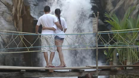 Waterfall-Couple-00