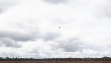 Teilnehmer-Der-Us-armee-Us-marines-Und-Australische-Verteidigungskräfte-Bereiten-Sich-Darauf-Vor-Das-Hochmobile-Artillerie-raketensystem-M142-(himars)-2019-Abzufeuern