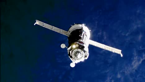 Expedition-5253-Approaching-To-Dock-The-Space-Station-2017