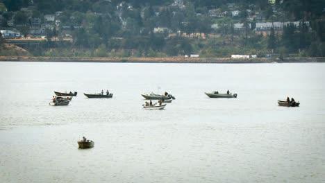 Un-Grupo-De-Barcos-De-Pesca-Recreativa-Spring-Creek-Washington-2016