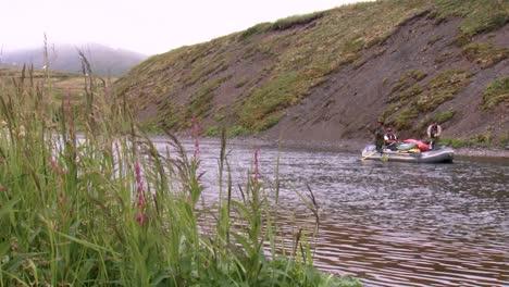 Männer-Fischen-Von-Ihrem-Boot-Und-Andere-Fliegenfische-National-Wildlife-Reserve-Montana-2011