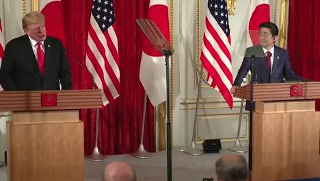 El-Presidente-Trump-Dice-Que-No-Está-Obligado-A-Tpp-Y-Habla-Sobre-Hacer-Un-Trato-Con-China-Conferencia-De-Prensa-Conjunta-Con-El-Primer-Ministro-Japonés-Shinzo-Abe-2019