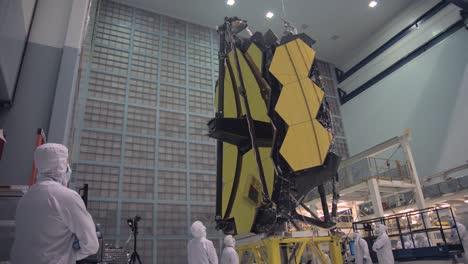 Equipo-De-Ingenieros-Construye-El-Telescopio-James-Webb-Broll-2016