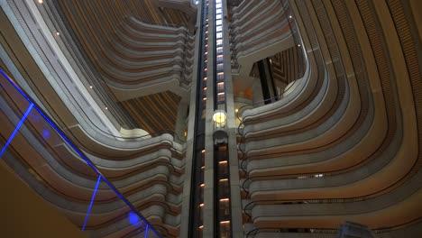 Una-Perspectiva-De-ángulo-Bajo-Mirando-Hacia-El-Hotel-Marriott-Marquis-En-Atlanta-Georgia-2