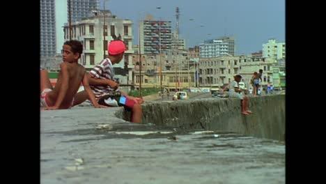 Street-scenes-from-Cuba-in-the-1980s-2
