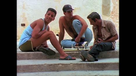 Street-scenes-from-Cuba-in-the-1980s-3