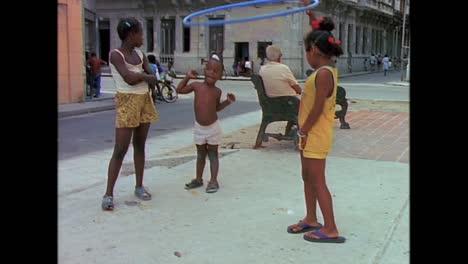 Street-scenes-from-Cuba-in-the-1980s-4