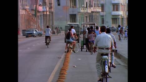 Street-scenes-from-Cuba-in-the-1980s-9