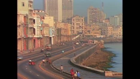 Street-scenes-from-Cuba-in-the-1980s-11