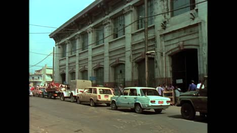 Historic-street-scenes-from-Cuba-in-the-1980s-2