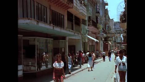 Historic-street-scenes-from-Cuba-in-the-1980s-7
