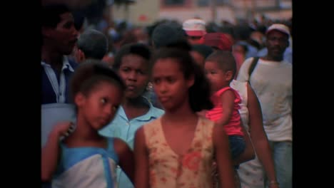 Historic-street-scenes-from-Cuba-in-the-1980s-19