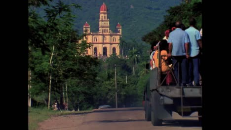 Beautiful-rural-scenes-of-Cuba-in-the-1980s