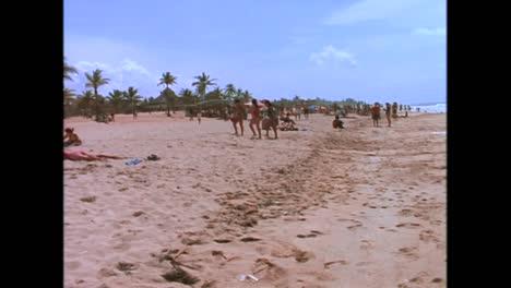 Während-Der-Sommerhitze-In-Den-1980er-Jahren-Versammeln-Sich-Menschenmassen-An-Den-Stränden-Von-Havanna
