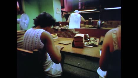 Inside-a-Cuban-cigar-factory-in-the-1980s-2