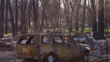 Estableciendo-Tomas-De-La-Destrucción-Del-Paraíso-California-Después-Del-Incendio-Del-Campamento-3