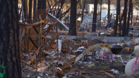 Establishing-shots-of-the-destruction-of-Paradise-California-following-the-Camp-Fire-6