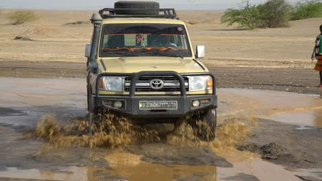 4X4-Jeeps-Travel-Across-The-Deserts-Of-Djibouti-Or-Somali-In-Africa-In-This-Adventure-Travel-Shot