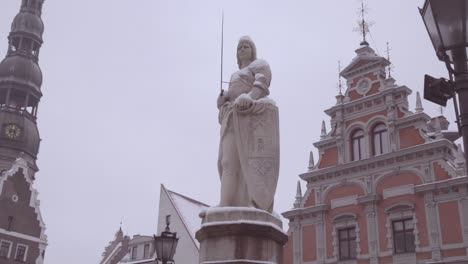Slow-Move-Past-A-Statue-In-Downtown-Riga-Latvia