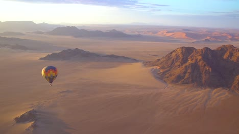 Hot-Air-Balloons-Fly-In-The-Namib-Desert-In-Namibia
