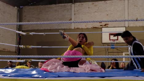 Female-Woman-Cholita-Wrestlers-In-Native-Costume-Fight-In-A-Boxing-Ring-In-Bolivia-2