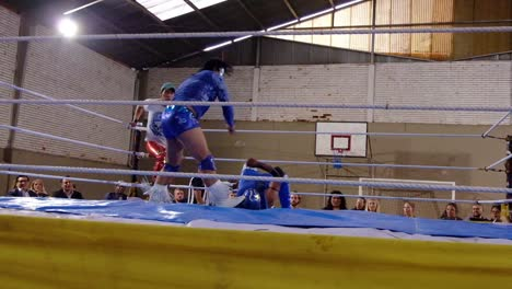 Male-Wrestlers-Fight-In-A-Boxing-Ring-In-Bolivia-1