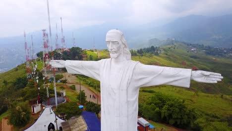 Vista-Aérea-Shot-Around-The-Cristo-Rey-Statue-In-Cali-Colombia-3