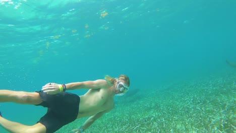 Good-Underwater-Shot-Of-A-Giant-Manta-Ray-Swimming-In-San-Pedro-Honduras-1