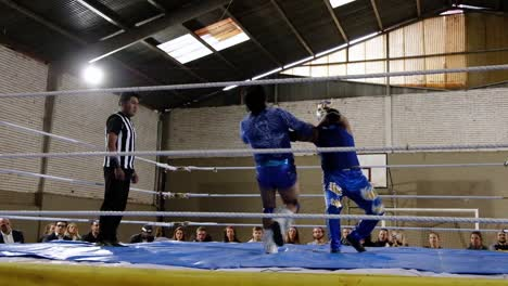 Female-Woman-Cholita-Wrestlers-In-Native-Costume-Fight-In-A-Boxing-Ring-In-Bolivia-4