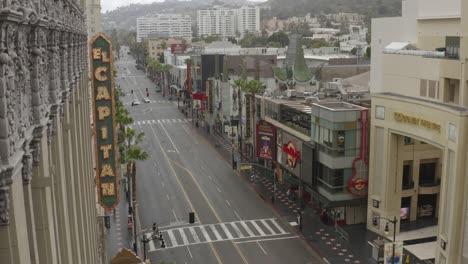 Die-Antenne-Der-Straßen-Von-Hollywood-Und-Los-Angeles-Ist-Während-Des-Ausbruchs-Des-Covid19-Coronavirus-Verlassen-Und-Leer