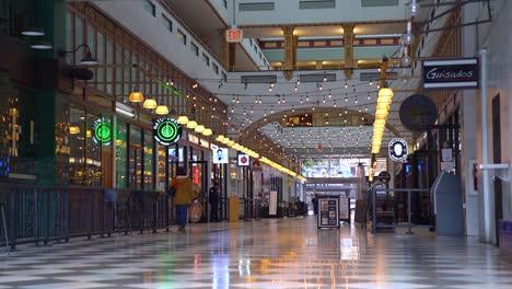 Los-Centros-Comerciales-Y-Las-Empresas-Están-Cerrados-Y-El-Impacto-Económico-Es-Severo-Durante-La-Epidemia-Del-Brote-Del-Virus-Corona-Covid19